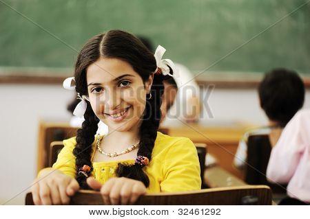 Niños en el aula de la escuela