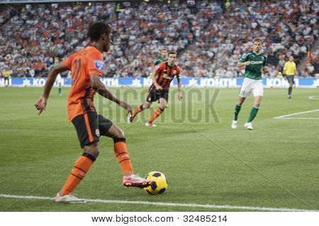 Douglas Costa With The Ball