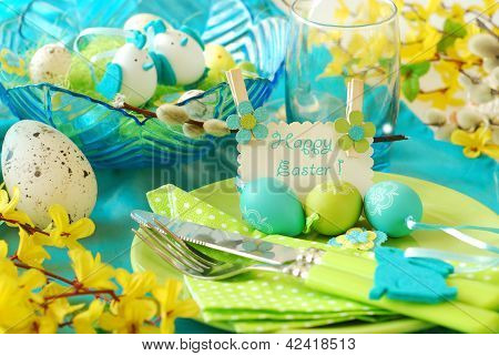 easter table decoration in pistachio and turquoise colors