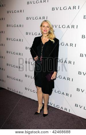LOS ANGELES - 19 de FEB: Naomi Watts llega a la BVLGARI celebra Elizabeth Taylor y joyería Coll