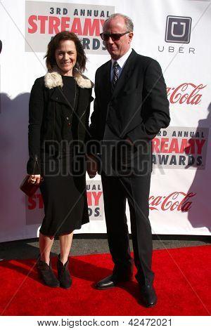 LOS ANGELES - FEB 17:  Sarah Clarke, Xander Berkeley arrive at the 2013 Streamy Awards at the Hollywood Palladium on February 17, 2013 in Los Angeles, CA