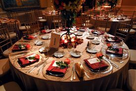 foto of wedding table decor  - An image of a luxurious table setting at a wedding reception - JPG