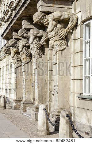 Four Figures Supports The Balcony