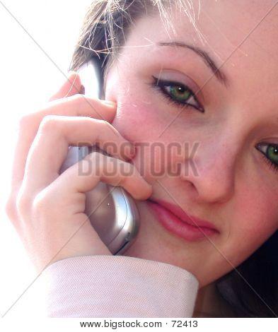 Adolescente en teléfono