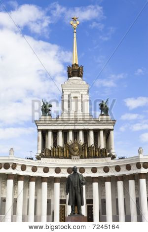 Monument Lenin Before Assembly Of Peoples Of Russia