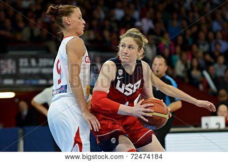 Katerina Bartonova defends Lindsay Whalen.