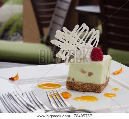key lime cheesecake with macadamia nut