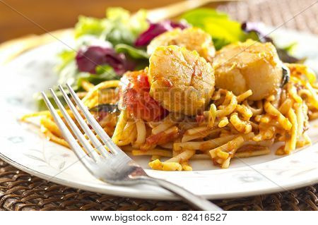 Scallop Linguine With Tomato Sauce