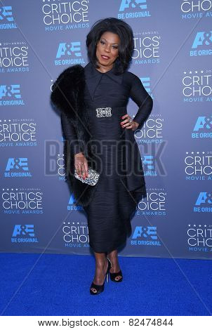 LOS ANGELES - JAN 16:  Lorraine Toussaint arrives to the Critics' Choice Awards 2015  on January 16, 2015 in Hollywood, CA