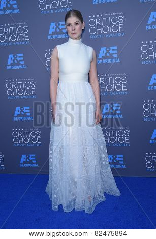 LOS ANGELES - JAN 16:  Rosamund Pike arrives to the Critics' Choice Awards 2015  on January 16, 2015 in Hollywood, CA