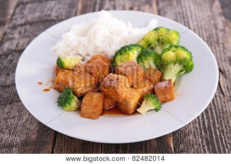 tofu,rice and broccolis