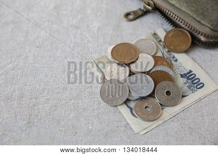Japanese money Yens wtih small money pouch