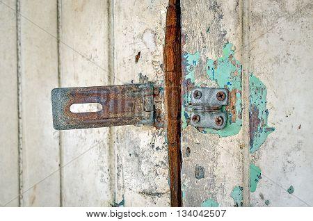 Rusted keyhole on wooden door (keyhole, rusted, door)