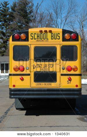 Ônibus escolar no bairro