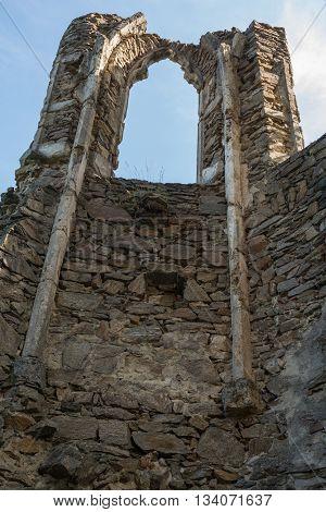 Gothic window of the castle Schaumburg in Austria