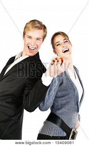 Joven pareja feliz