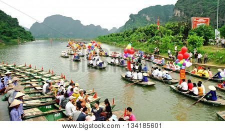 Ninh Binh, Vietnam, May 18, 2016 tourists, boating, stream Yen, scenic Trang An, Ninh Binh province. This is the natural heritage, is recognized worldwide in 2015