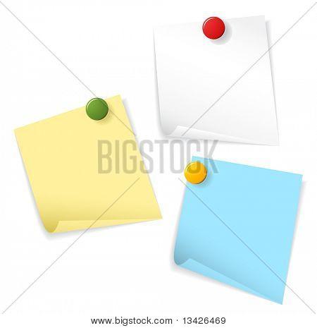 Papeles pegajosos aislados sobre fondo blanco