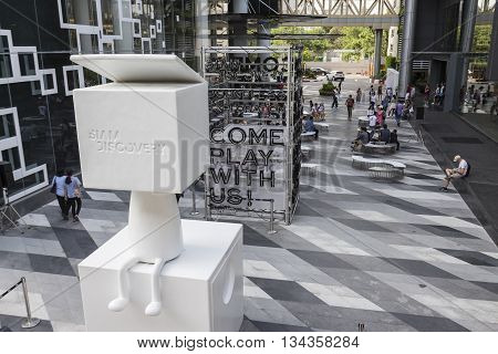 BANGKOK THAILAND - MAY 29 : mascot of Siam Discovery in front of Siam Discovery after renovate in siam square on may 29 2016 thailand. siam discovery is one of popular shopping mall in bangkok