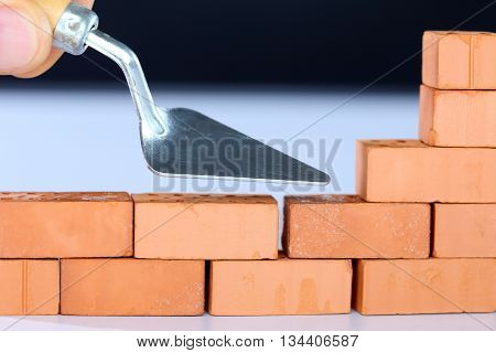 to build up a brick wall with tool