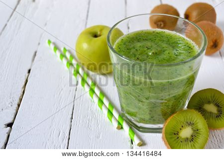 Healthy green smoothie - spinach apple and kiwi healthy food