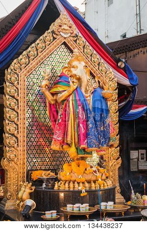 Gold Hindi Ganesha at Huay Kwang Bangkok