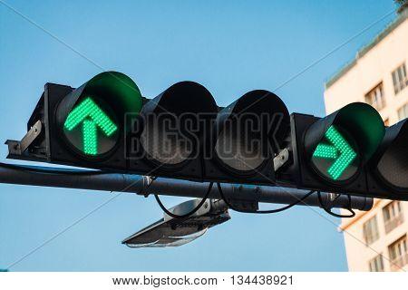 green straight arrow and green turn left arrow on traffic light