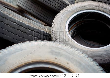 recycle old used black tyres for car