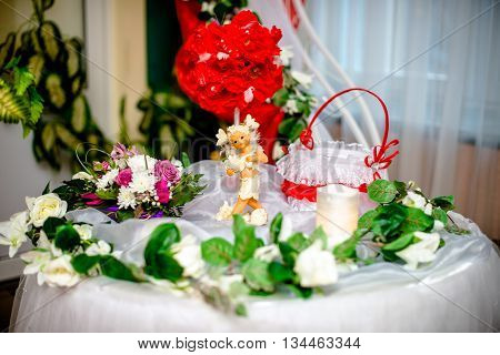 table for the newlyweds gifts with red flowers