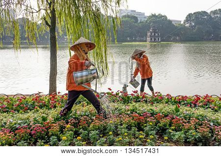 HA NOI, VIET NAM, April 22, 2016 the group of women, workers and urban sanitation, landscaping care, Hoan Kiem Lake, the heart of Hanoi, Vietnam