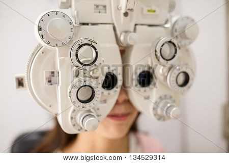 Eyesight measurement to a young woman with a optical phoropter