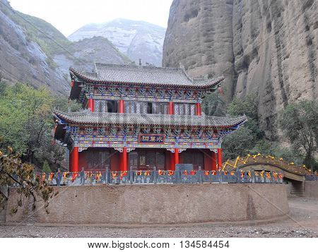 The Natural Park Shuiliandong (with 43 m giant bas-relief of Buddha Vairochana and two bodhisattvas) is located approximately 100 km from the town of Tianshui in Gansu Province, China.