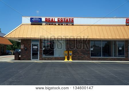 SHOREWOOD, ILLINOIS / UNITED STATES - AUGUST 21, 2015: Realty Executives offers real estate services in a Shorewood strip mall.