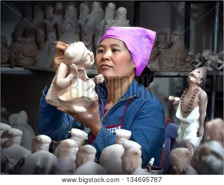 HA NOI, VIET NAM, June 17, 2016 the woman, Bat Trang pottery village on the outskirts of Ha Noi. Here, specializing in producing famous pottery long