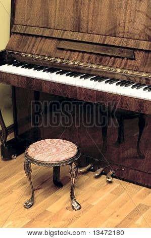 Piano side view with keys