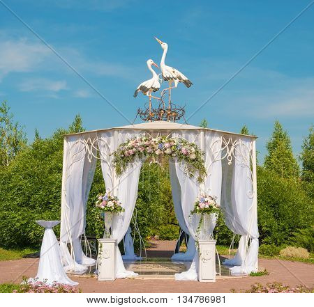 Smart Wedding tent decorated with bouquets of flower garlands