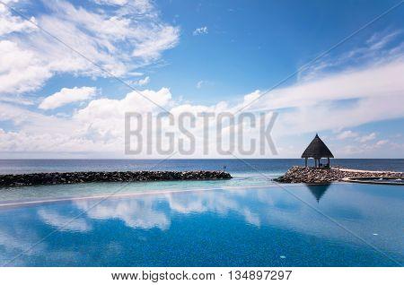 Iinfinite swimming pool of Maldivian resort at the blue ocean lagoon