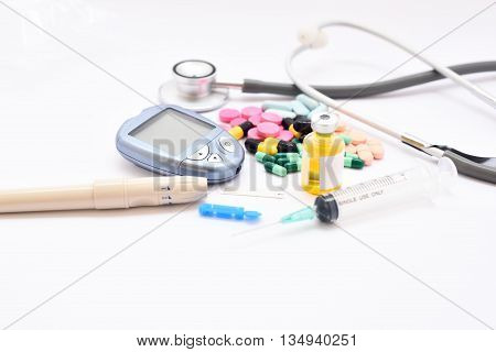 Blood sugar testing set and drugs for diabetes treatment