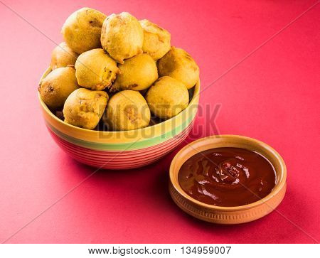 indian snacks also known as urad daal vada or indian pakoda or couth indian pakora or batata vada or aalu bonda or aalu bonde