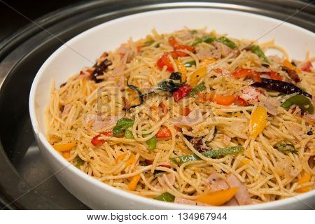 Stir-fried spicy spaghetti with bacon and papper
