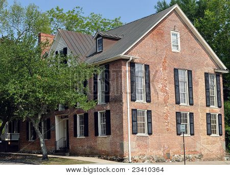 Historic Brick House - Colonial Architecture