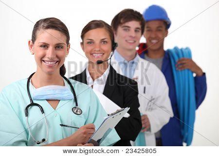 Quatro pessoas de diferentes setores de trabalho