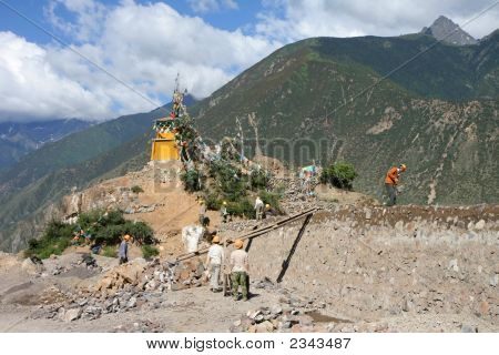 Chinese Workers Building A Wall In Tibet