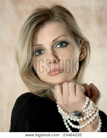 A menina com um colar de pérolas