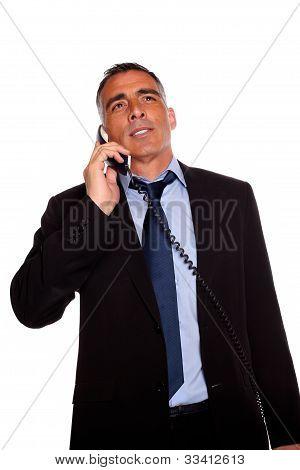 Ejecutivo hablando en el teléfono
