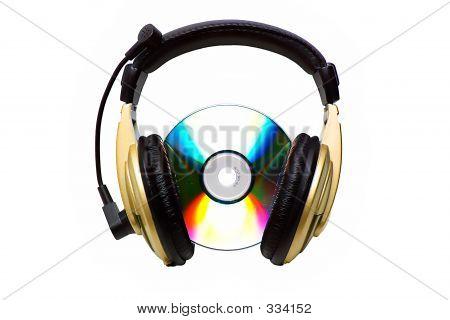 CD und ein golden Kopfhörer.