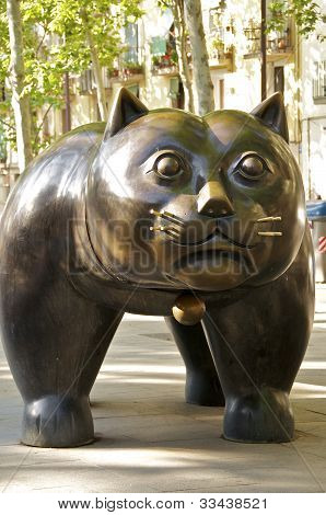A cat sculpture on the Rambla del Raval
