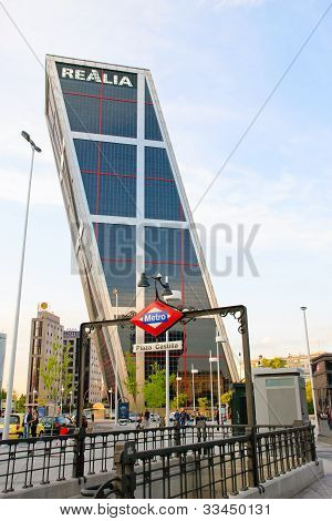 Torres Kio tower, Madrid