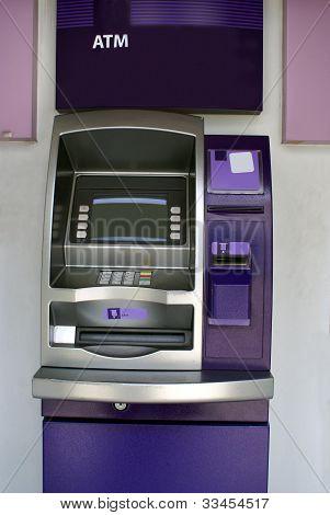 Cajero automático ATM. agujero en la pared