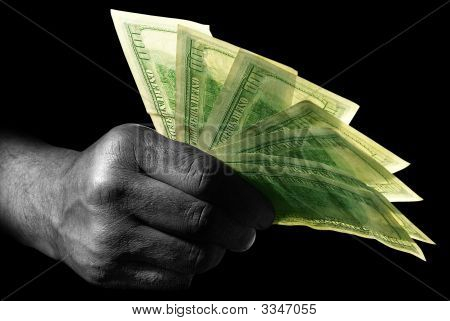 Mano con dólares
